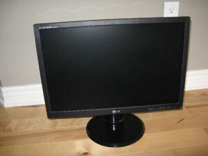 LG flatron L222WT LCD Monitor