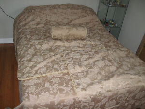King Size Duvet with shams and accent round pillow