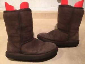 Women's UGG Classic Short Boots Size 7 London Ontario image 1