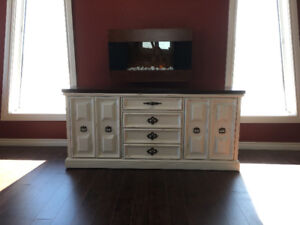 Gorgeous Sideboard/Buffet/Entry Table