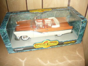 Mint In Box 1956 Ford Sunliner 1:18 die cast