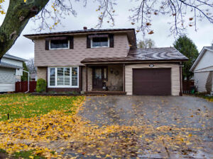 Great 4+2 bedroom, family home in sought after Brier Park!