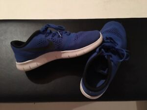 NIKE Free Boys Runners - Size 5.5 Youth - Like New