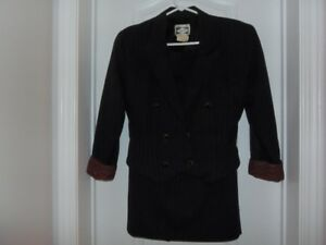 EUC Woman's 2 Piece Jacket & Skirt Suit by Pariscope