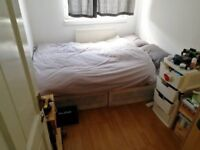 1 Bright DOUBLE BED in Bethnal Green