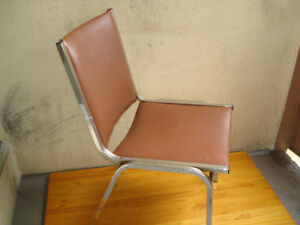 SINGLE VINTAGE OFFICE-HOME CHAIR.