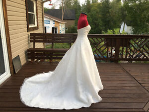 Beautiful Organza wedding dress with satin gloves- Off-white