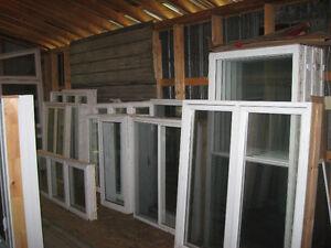 Fenêtres neuves, pvc, verres énergétiques. Certaines usagées.