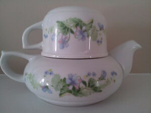 Fine China Toscany Collection Teapot & Cup / Japan London Ontario image 2