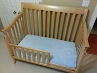 Baby Cache Uptown Crib / Toddler bed