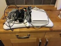 Nintendo Wii + 5 Games , balance board,Controllers ,microphone