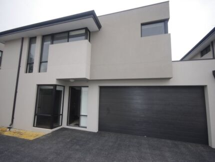 Modern Townhouse Close to the City
