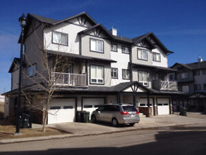 Beautiful 3 - Bed RoomTown Home: 1450 sqft- in Sherwood Park