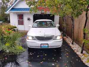 REDUCED! 2009 Lincoln Town Car Signature Limited