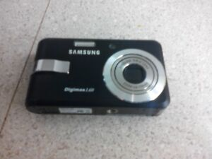 Samsung digimax L60 camera 4gb sd card battery-(no power cord)