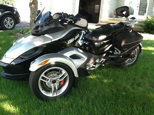 "CAN-AM SPYDER 2008 GS (RS)   "" IMPECCABLE """