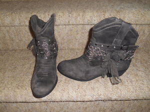 Ladies size 9 - 9.5 boots. $50 to $85