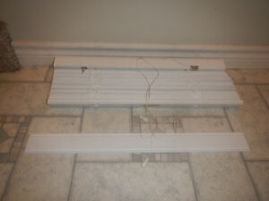 23.5 horizontal faux wood blind. Peterborough Peterborough Area image 2