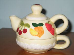 2 IN 1 PRETTY LITTLE TEA CUP AND TEA POT FOR SALE
