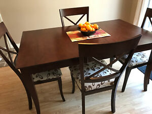 Beautiful Dining Room Table with Four Chairs