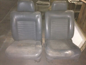 FREE Car Seats retro - great for movie prop!