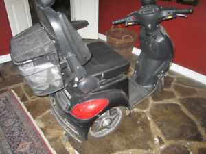 daymak rickshaw mobility scooter for sale. 400 watt and 24 V