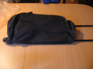ROLLING TRAVEL TOTE BAG WITH WHEELS & RETRACTABLE HANDLE