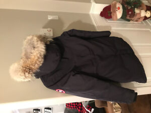 Women's Victoria Canada Goose Jacket Size Small (Navy)