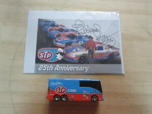 SIGNED RICHARD PETTY PICTURE