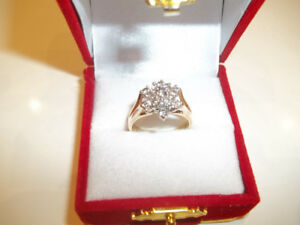 BEAUTIFUL 14K DIAMOND CLUSTER RING FOR SALE (PICK UP AND CASH )