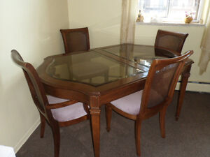 Dining Table 64x39 Smoked Glass Wood Veneer with 4 Chairs