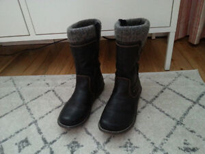 Women's winter boots barely worn