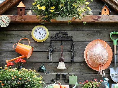 Suche hübsche und funktionale Gartengeräte sowie Gegenstände aus und verwende Deine favorisierten Farben.