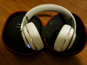 White Studio Wireless Beats