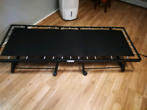 Collapsible cot bed
