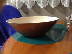 Plastic bowl London Ontario image 1