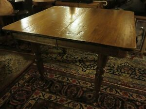 ANTIQUE SOLID WOOD DINNING/KITCHEN TABLE