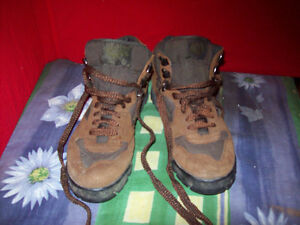 Hi Tec suede and canvas boots women's size 11