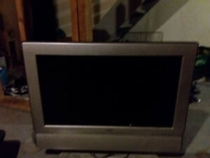 32 inch flat screen 40.00 no remote