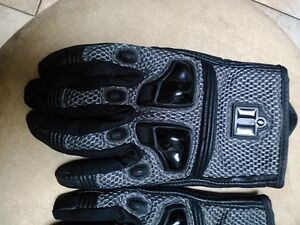 ICON RIDING GLOVES SIZE L Windsor Region Ontario image 4