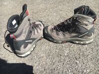 Salomon 643001 hiking boots