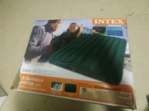 Intex Queen Prestige Downy with Hand-Held Battery Pump