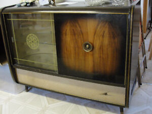 VINTAGE RADIO WITH BAR PRICE REDUCED