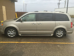 2008 Chrysler Town & Country Town and country ltd Minivan, Van
