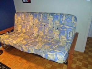 Futon et base pouvant faire un lit