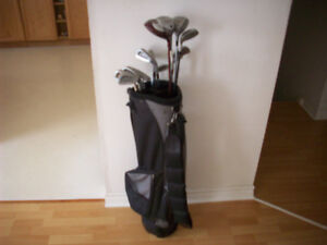 GOLF  CLUBS  (  MEN'S R.H. )  - COMPLETE  --  NEW BAG INCLUDED