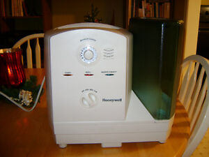 Cool moisture humidifier - Honeywell
