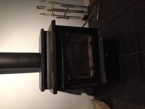 Wood stove w/ chimney & acc.