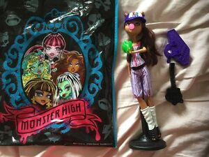 Monster high doll with accessories. AVAILABLE  Gatineau Ottawa / Gatineau Area image 1