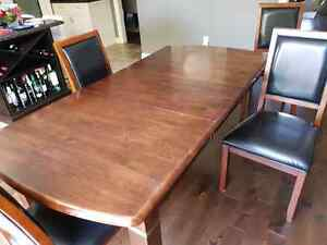 Solid Hardwood Dining Room Table and 6 Chairs